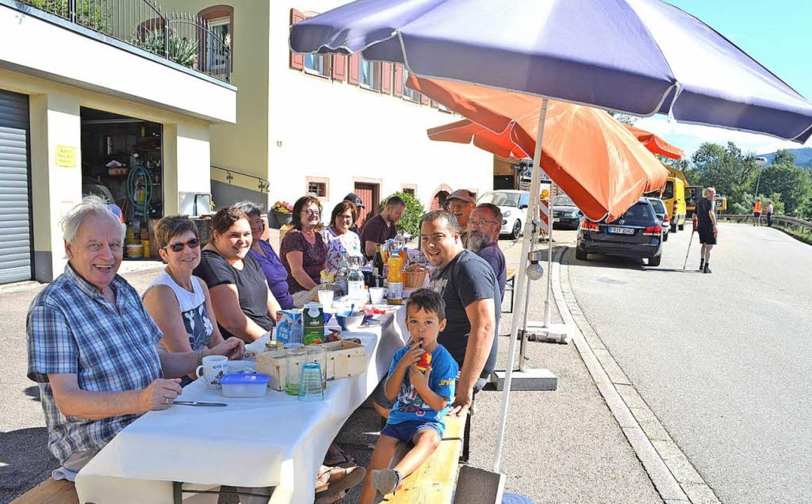Verlängertes gemeinsames Frühstück der...rt Meter unterhalb  der Baustelle Ost.  | Foto: Nikolaus Bayer
