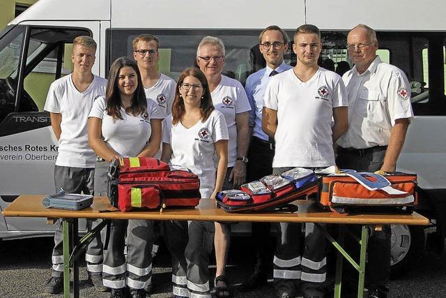 Helfer vor Ort unterstützen den Rettungsdienst