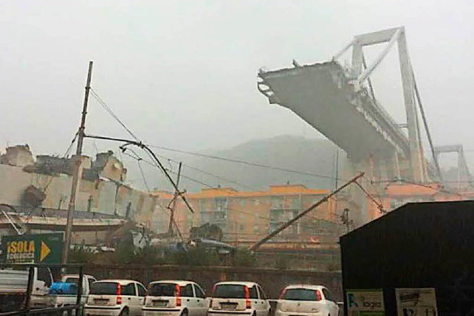 Autobahnbrücke in Genua eingestürzt (Foto: dpa)