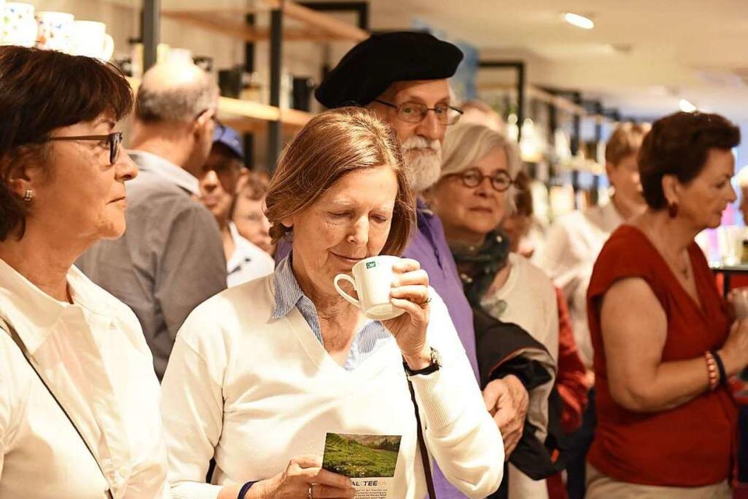 Schnuppern, nippen, schmecken: Den Tei... und Teilnehmern hat's gefallen.  | Foto: Rita Eggstein