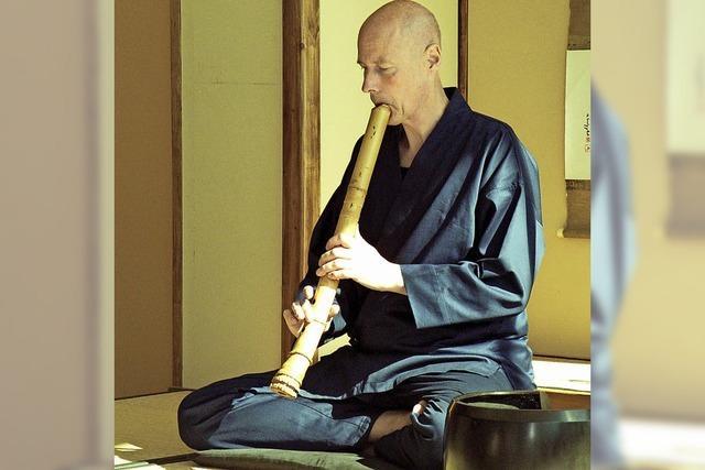Vortragskonzert von Dieter Weische zum Thema Bambus-Atem-Meditation. Mit japanischer Bambusflöte Shakuhachi.