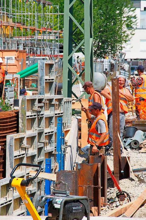 Alles muss rechtzeitig fertig werden: Bauarbeiten an der Höllentalbahn.  | Foto: Markus Donner