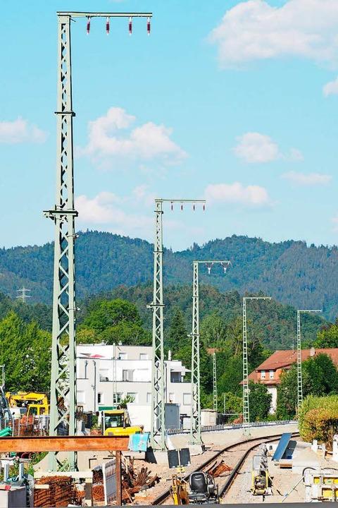 Die Strommasten stehen bereits.  | Foto: Markus Donner