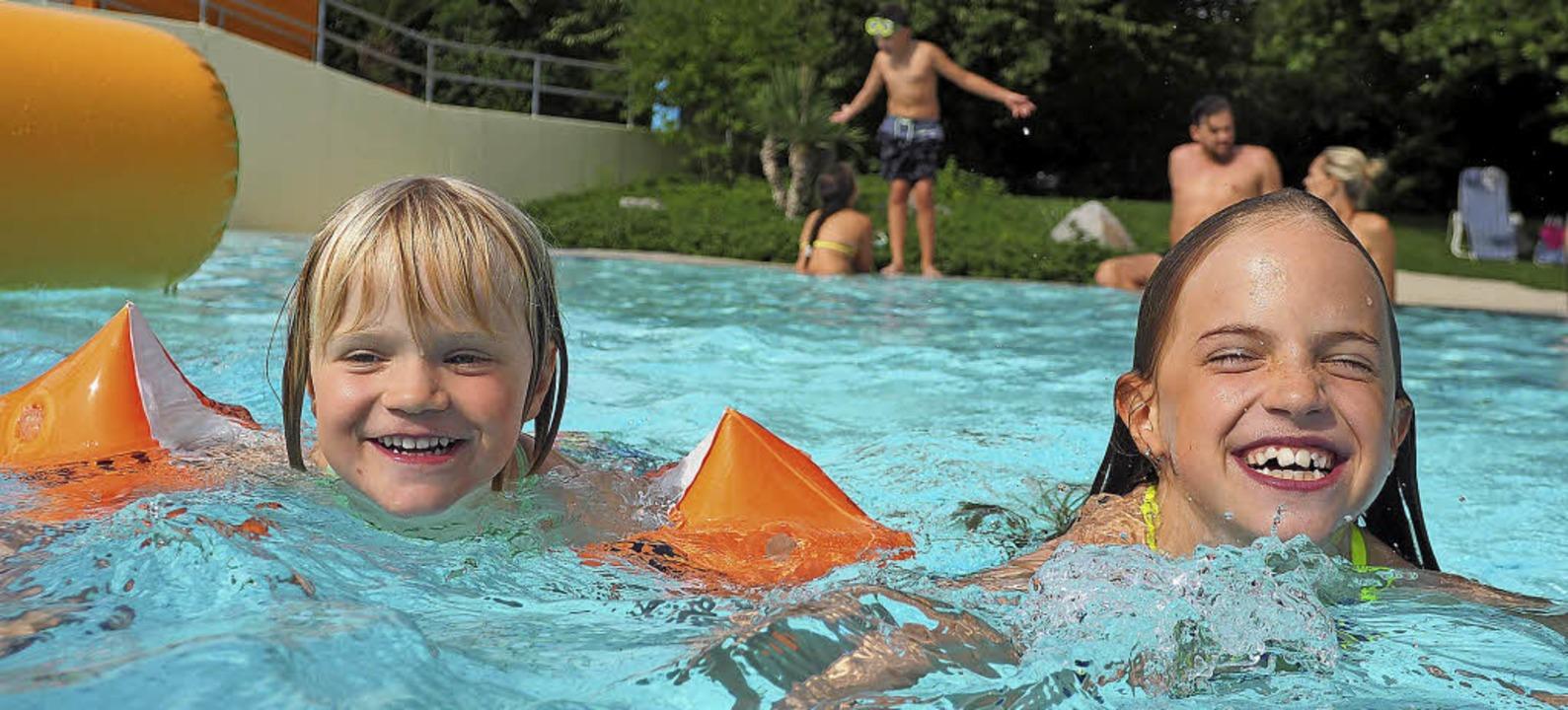 So macht auch die größte Hitze Spaß: Badenixen im Aquarado Bad Krozingen   | Foto: Kur und Bäder GmbH