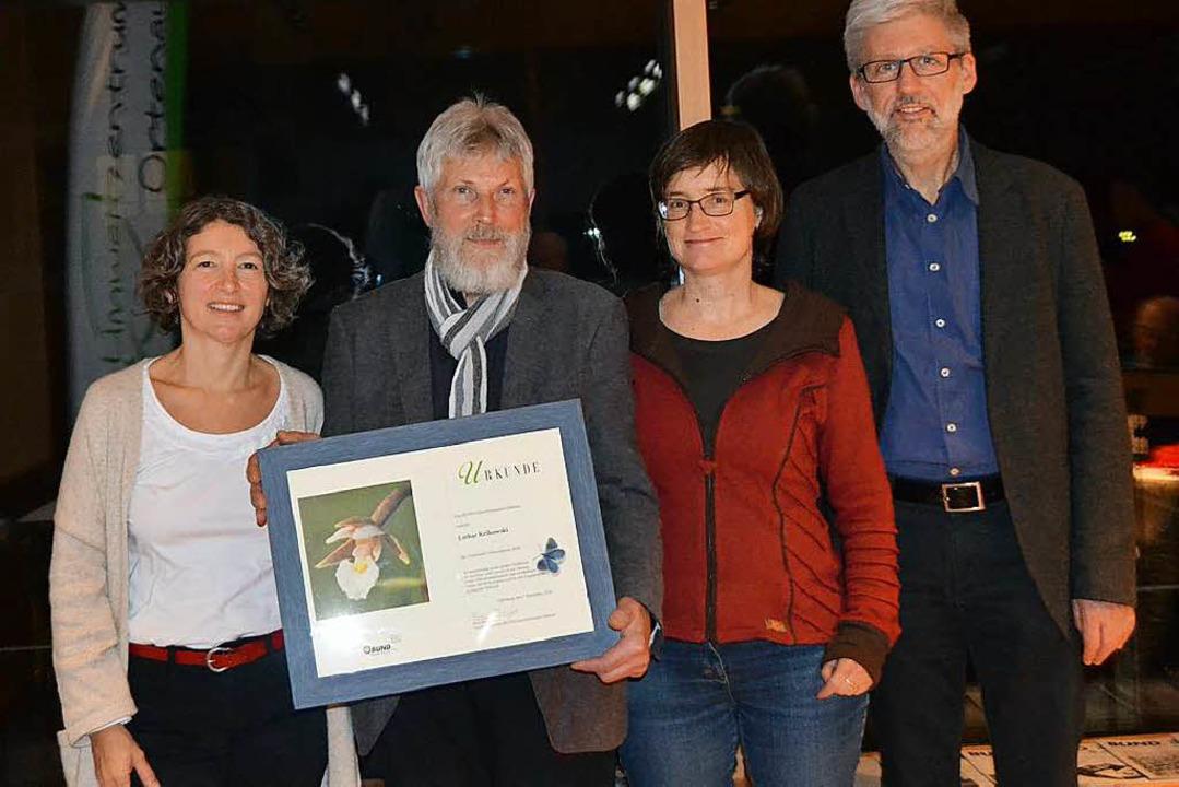 Naturschützer Lothar Krikowski (2.v.l.... Bildungswerk überreicht. (Archivbild)  | Foto: Karin Reimold