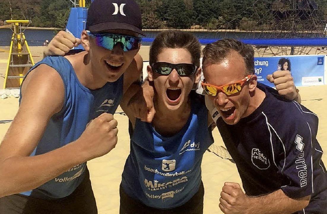 Die Freude über den Titel muss raus: d...Jan Kaufhold und Trainer Daniel Raabe   | Foto: ZVG