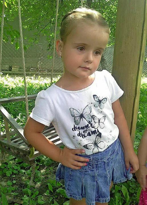 Die vierjährige Khrystyna braucht zum Hören ein Implantat.  | Foto: DRK