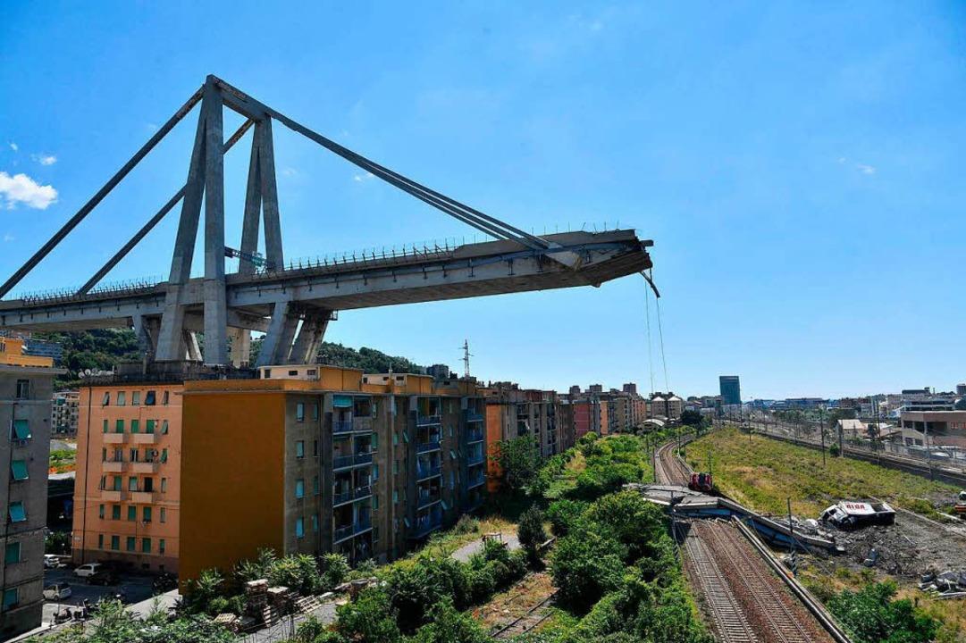 Die eingestürzte Autobahnbrücke in Genua   | Foto: dpa