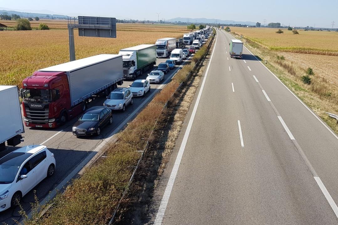 Gen Norden staut sich der Verkehr auf der A5  | Foto: Karl Kovacs