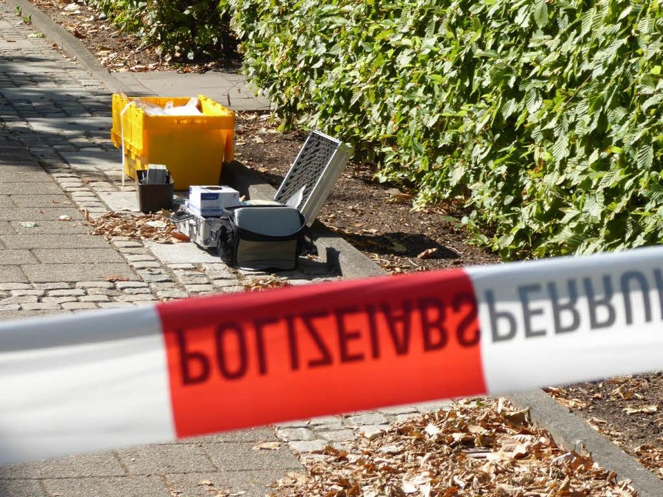 Unweit des Tatorts arbeiteten die Spurensicherer.  | Foto: Helmut Seller