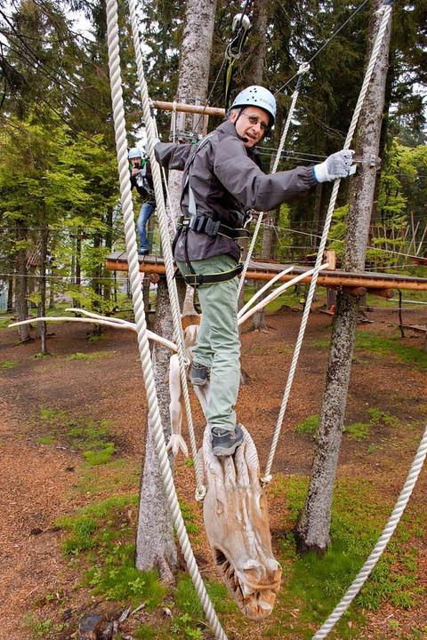 Über 700 Meter führt die Strecke im Kl...zu 12 Meter Höhe durch die Baumwipfel.  | Foto: Jochen Fillisch
