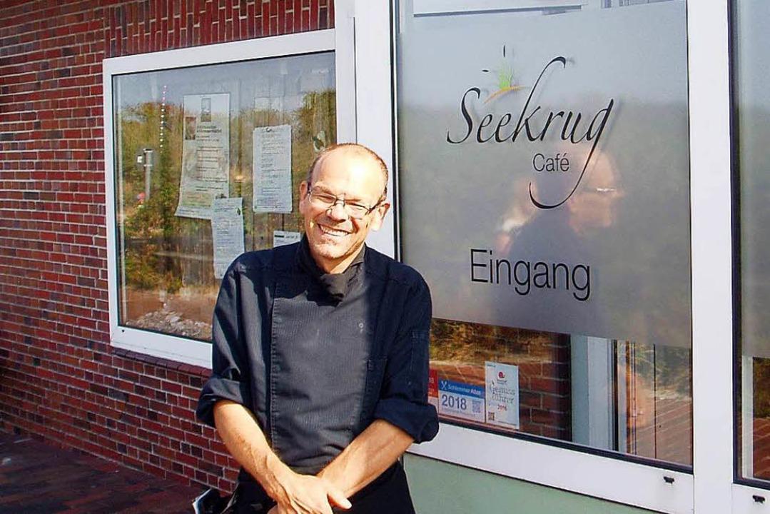 Michael Recktenwald vor dem Seekurg Café.  | Foto: Bernward Janzing