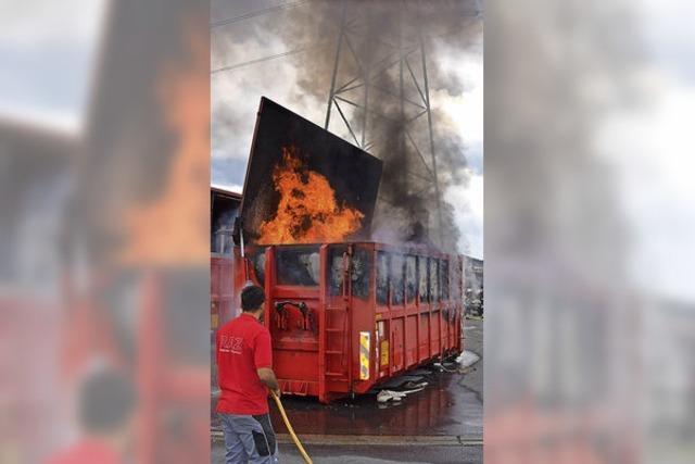 Flammen aus dem Container