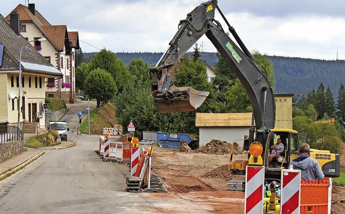 Ein guter Tag für Eisenbach: Die Mauerreste  sind weg.   | Foto: Gert Brichta