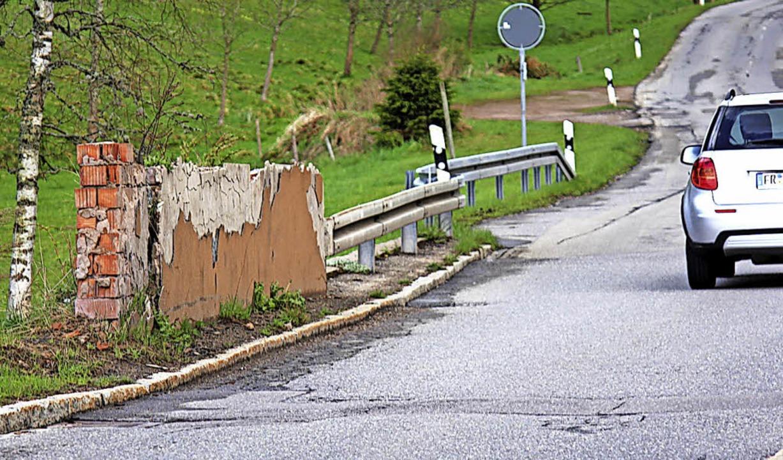 14 Jahre lang prägte dieses Bild die O...ge Bank geschobenen Ausbau der Straße.  | Foto: Gert Brichta
