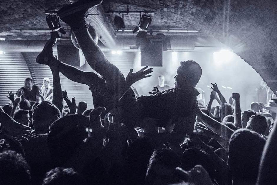 Feine Sahne Fischfilet spielten am Freitagabend eine exklusive Show im Jazzhaus – mit der Freiburger Punkband Enraged Minority als Vorgruppe. (Foto: Fabio Smitka)