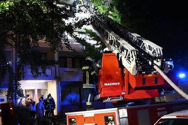 Feuerwehr löscht Balkonbrand in Endingen