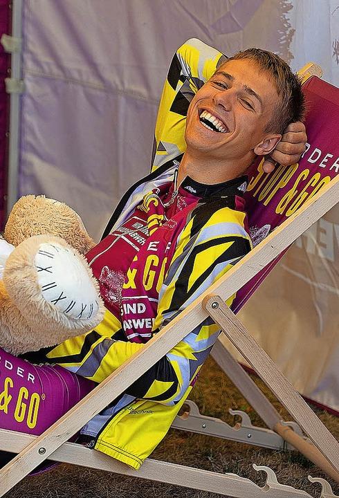 Gute Stimmung herrschte im Fahrerlager...gönnte sich Entspannung im Liegestuhl.    Foto: Wolfgang Scheu