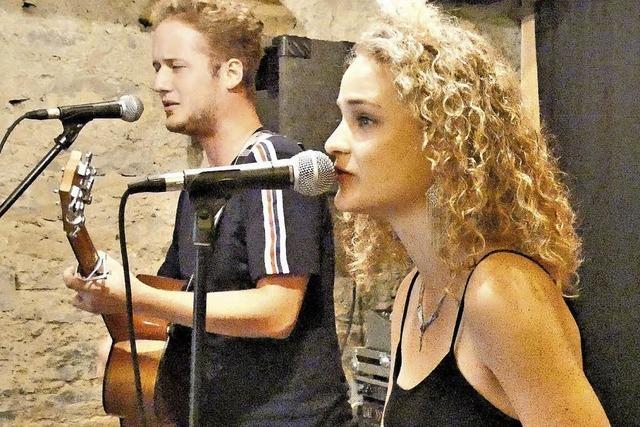 Duo Tomsis bietet ein Konzert zum Zuhören und Genießen