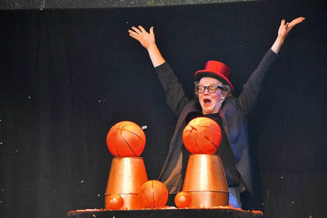 ...Klamauk und Zaubershows...  | Foto: Horatio Gollin