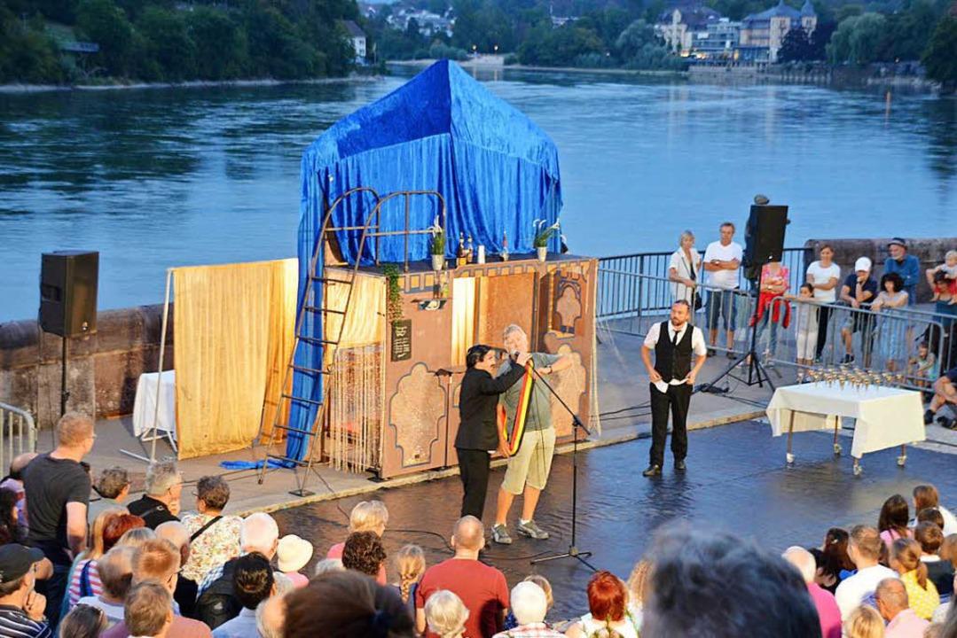 ...und die Menschen beider Rheinfelden.  | Foto: Horatio Gollin