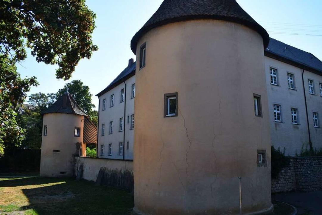 Schloss, Kirche und  der Rest von Kirc...bergt unter anderem Teile der Schule.   | Foto: Frank Schoch