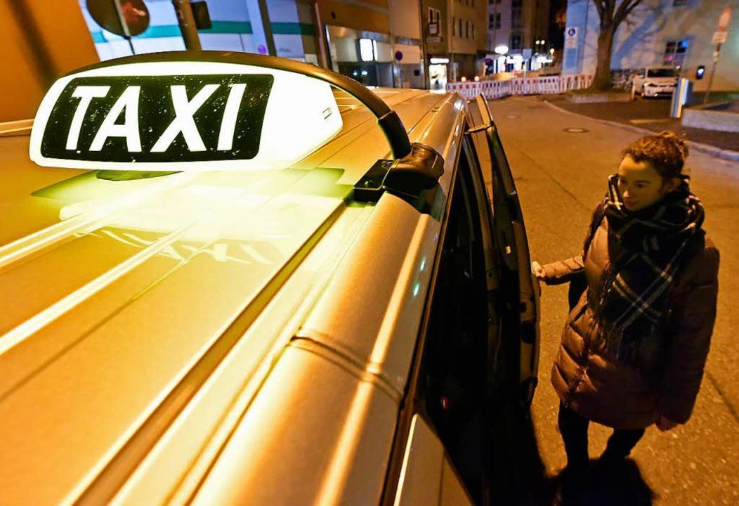 Das Frauen-Nachttaxi in Freiburg hat nur 20 Fahrgäste pro Monat  | Foto: Michael Bamberger