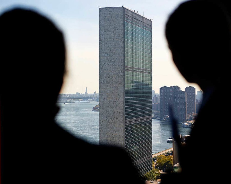 Der Hochhausklotz im Hintergrund ist das UN-Gebäude in New York.   | Foto: dpa