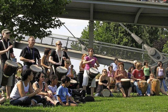 Die Gruppe Sokan gibt Trommelworkshop und Konzert in Kehl