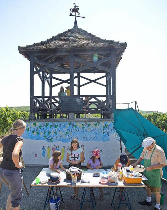 Die jungen Künstler sind eifrig bei de...on aus der Umgebung heraus entwickelt.  | Foto: Münch
