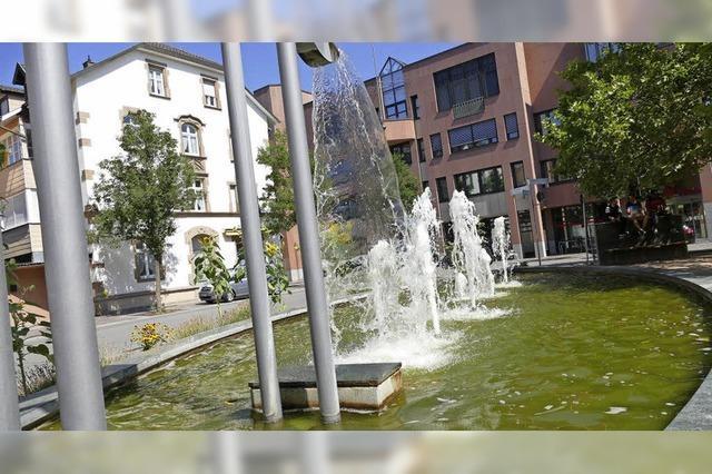 Am Senigallia-Platz fließt Wasser trotz der Trockenheit