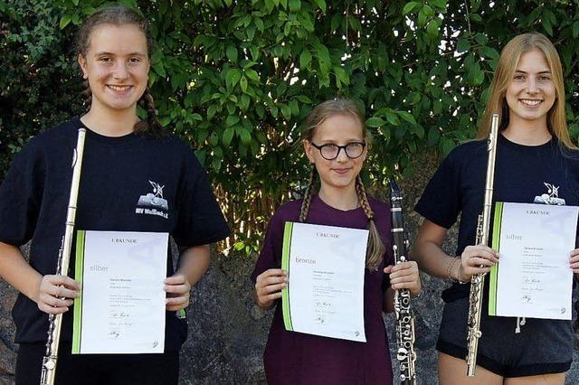 Musikerinnen schaffen Leistungsabzeichen