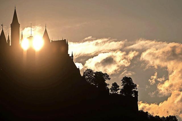 Sonnenaufgang hinter der Burg Hohenzollern