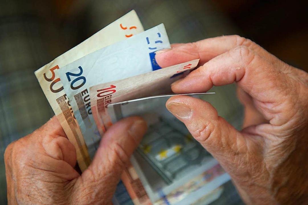 Was tun mit dem Geld? Derzeit sind die realen Renditen negativ.  | Foto: dpa