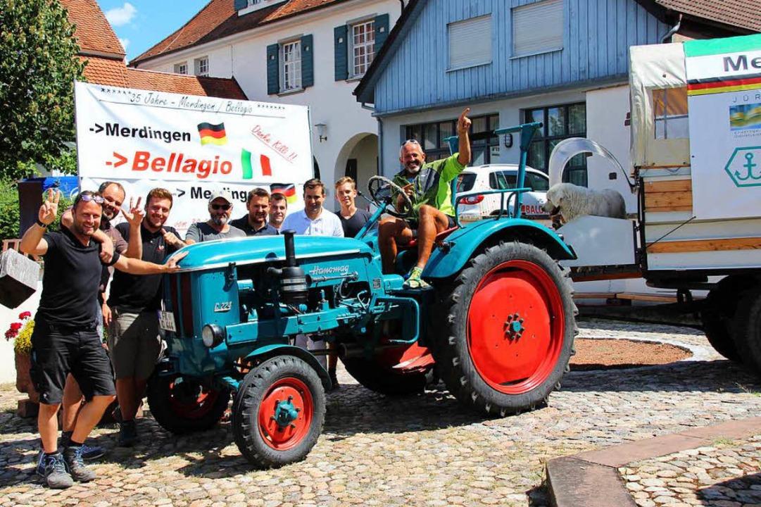 Nach 1000 Kilometern mit Traktor und P...Merdinger Dorfbrunnen freudig begrüßt.  | Foto: Mario Schöneberg