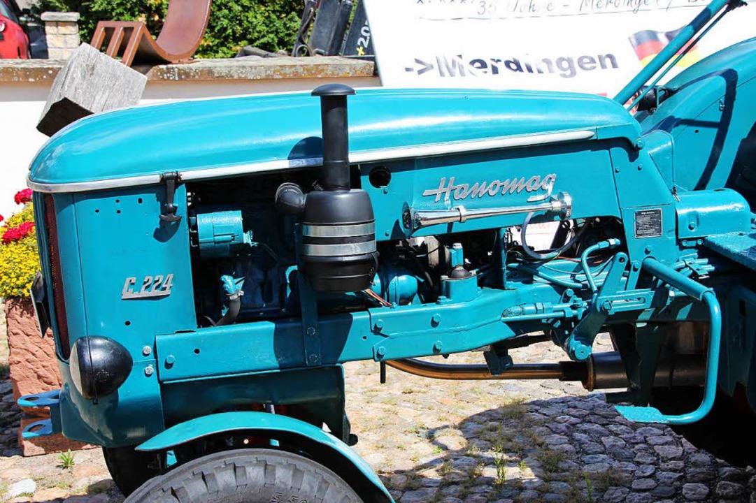 Der alte Hanomag-Traktor, Baujahr 1961, meisterte auch zwei hohe Alpenpässe.  | Foto: Mario Schöneberg