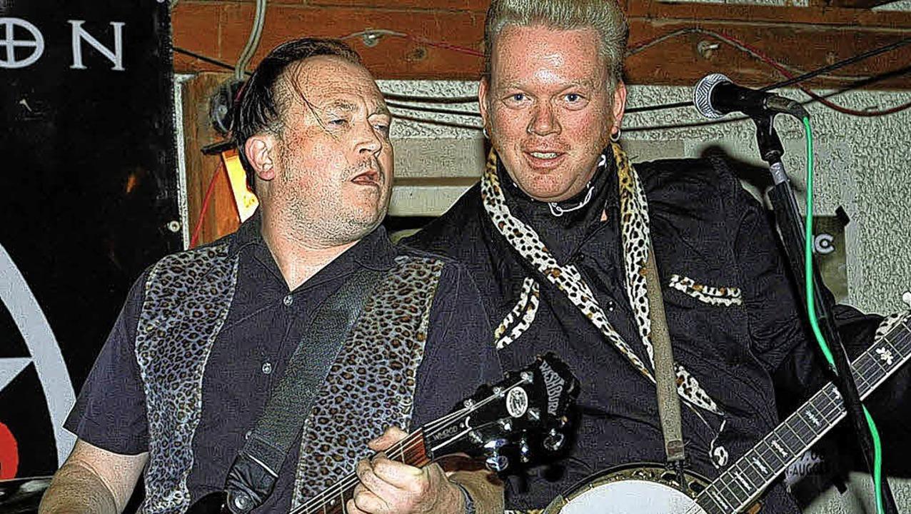 Jamie Clarke's Perfect in Aktion...ogues-Gitarrist Jamie Clarke (rechts).    Foto: Veranstalter