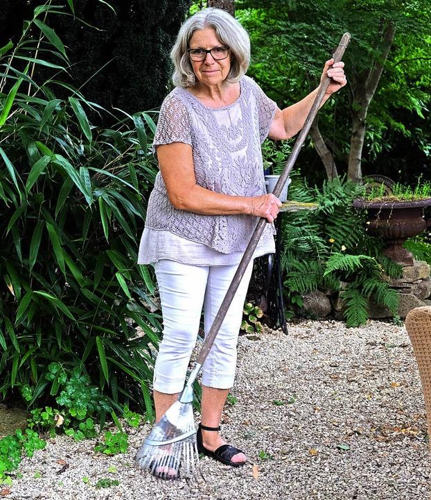 Immer etwas zu tun gibt es im Garten für Ursula Kreutz.  | Foto: Martin Pfefferle