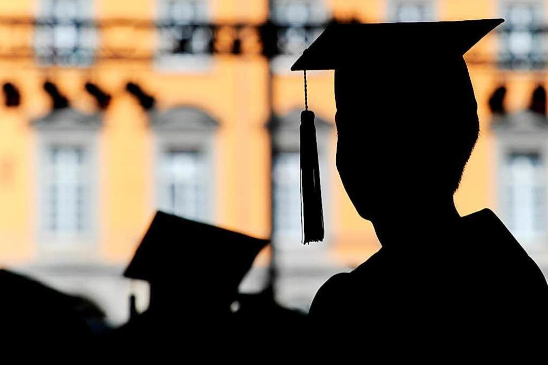 Keine Kopfbedeckung für Plagiierer: der akademische Doktorhut  | Foto: dpa