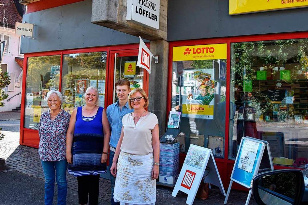 Freuen sich über den neuen Standort (v...Ortsvorsteherin Sabine Hartmann-Müller  | Foto: Heinz u. Monika Vollmar