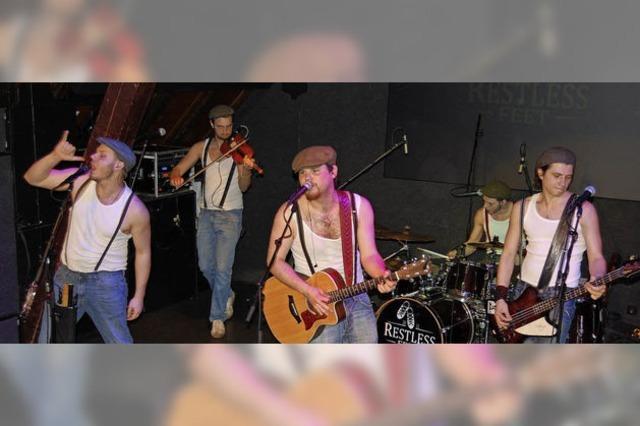 Schnelle Folk-Musik im Irish Pub