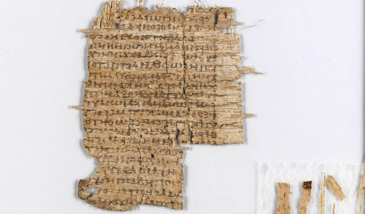 Da Papyrus sehr brüchig und empfindlic...rden, ohne den Papyrus  zu gefährden.   | Foto: Uni Basel