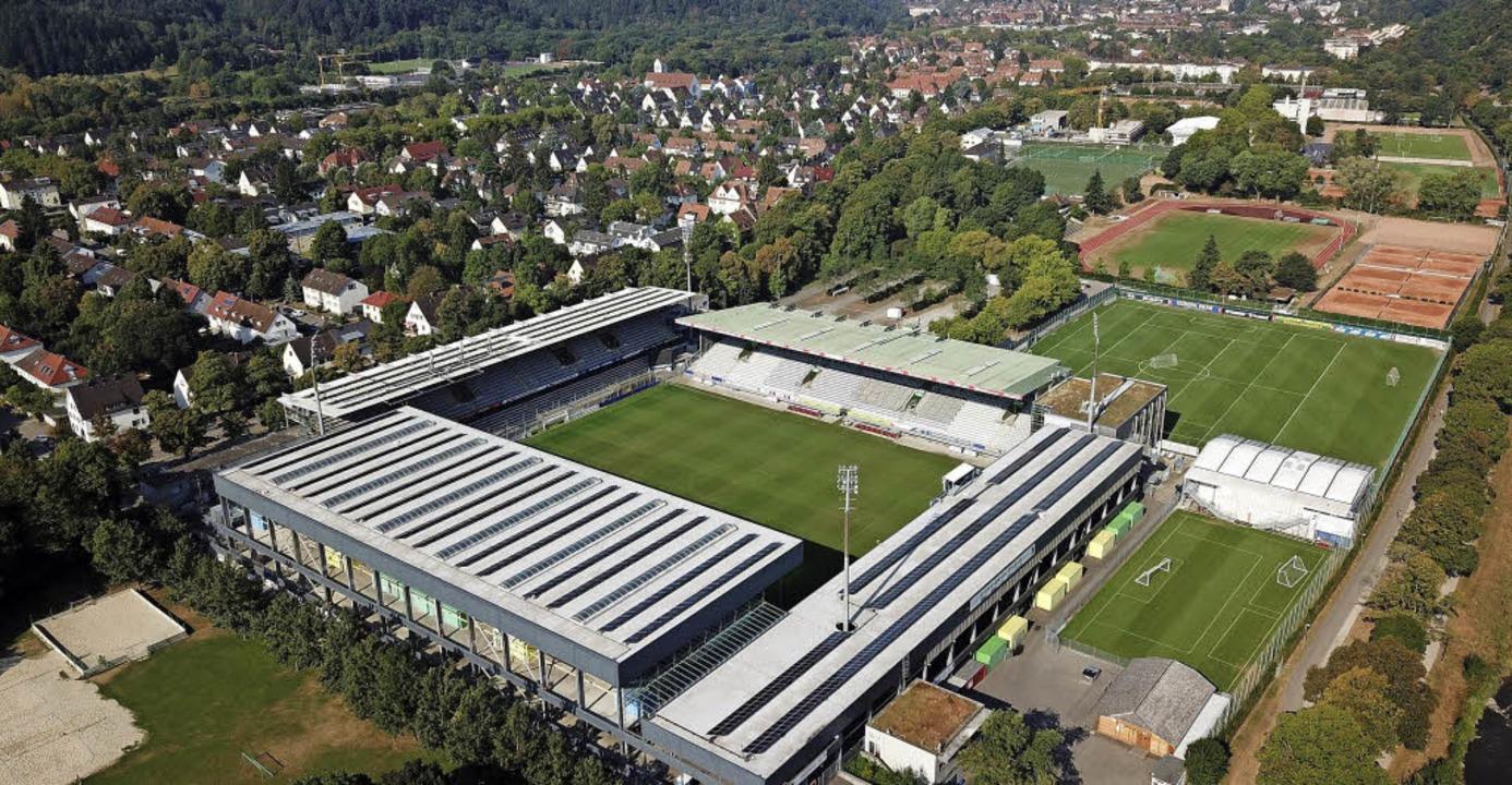 Auch im Freiburger Schwarzwaldstadion ... Niveau sich die Bundesliga befindet.   | Foto: Saurer