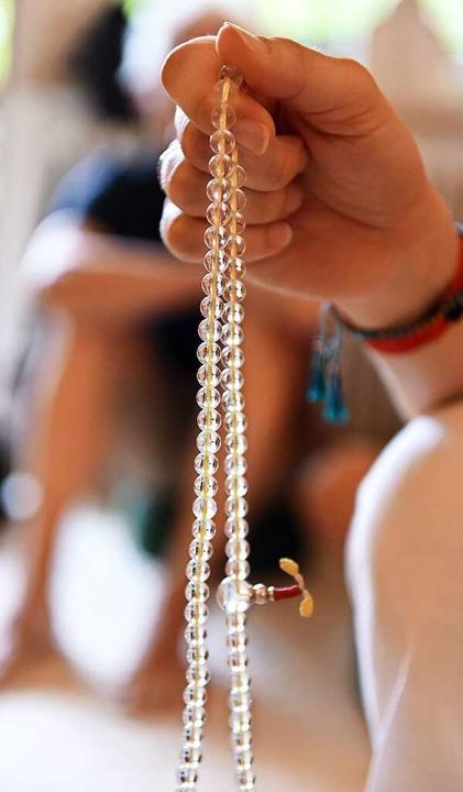 Eine Gebetskette, Mala genannt.  | Foto: Rita Eggstein