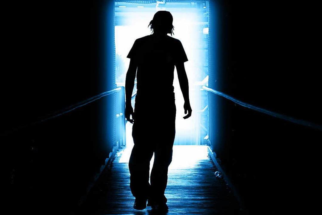 Wer jemanden sieht, den er für  auffäl...ie CD mit dem Schlager eingelegt wird.  | Foto: fotolia.com/Kwest