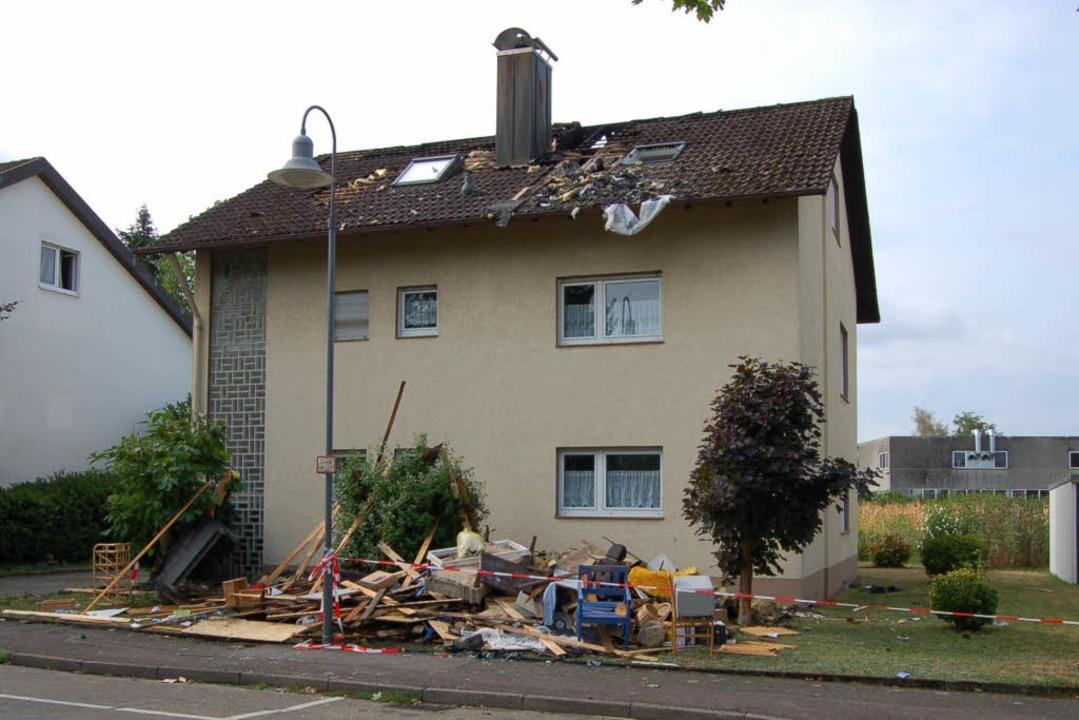 Am Tag nach dem Brand sind die Schäden deutlich sichtbar.  | Foto: Christian Ringwald
