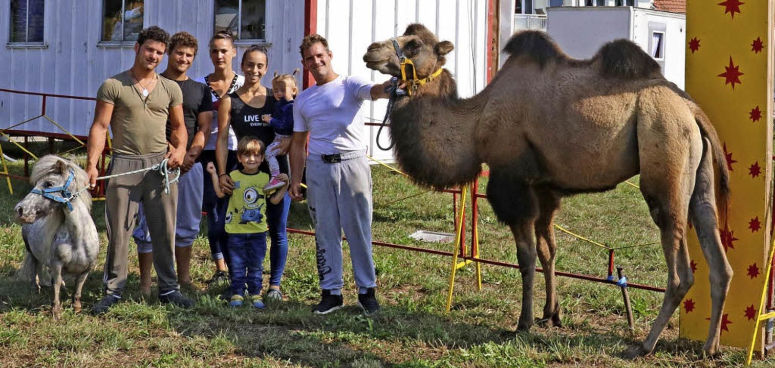 Die Zirkus-Familie Quaiser freut sich auf viele Besucher in Münchingen.     Foto: Dorothée Kuhlmann