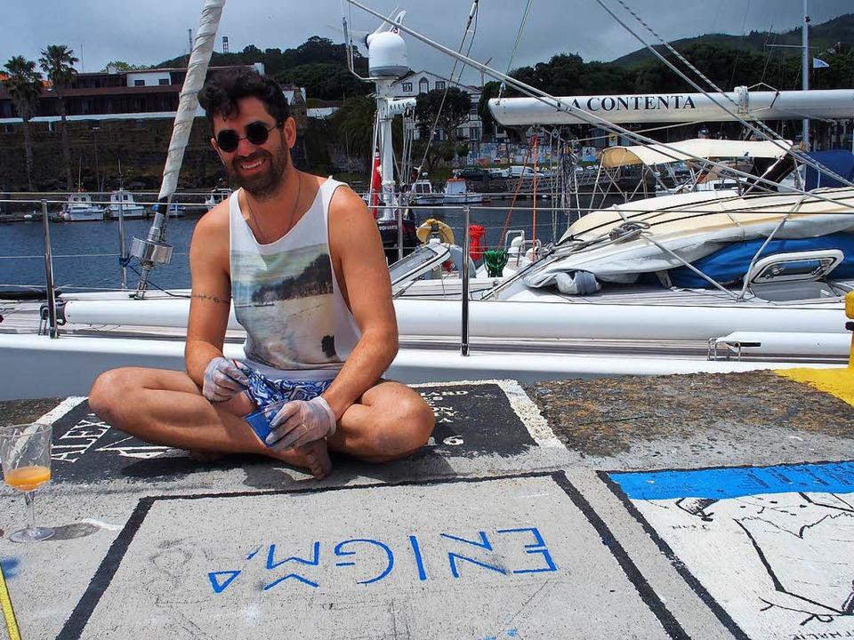Oscar Rodriguez verewigt sich im Hafen.  | Foto: -