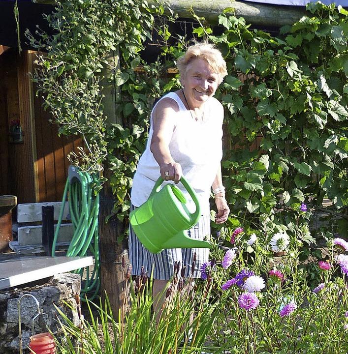 Erna Haser hat ihre Gemüseernte größte...ind in ihrem Garten keine Seltenheit.   | Foto: Lendle