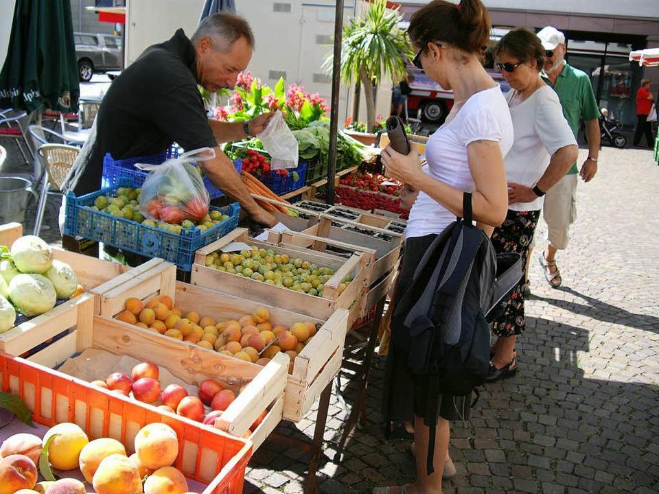 Ein Stand am Gundelfingen Wochenmarkt.  | Foto: Felix Mark